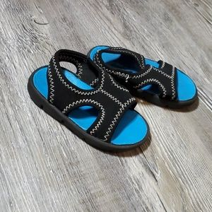 Toddler sandals-size 5